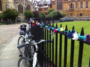 Urban Knitting in Oxford - Although this is not personally my craft project, I took this picture when I visited a friend in the beautiful city of Oxford a few weeks ago. As an avid knitter and crocheter I HAD to snap a picture of this :) Urban knitting is a movement that does not necessarily stand for anything further than adding a few extra splashes of colour to a city environemnt.
