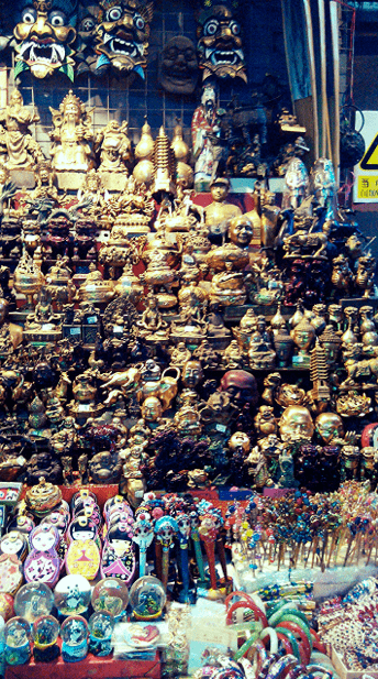 Hundreds of ornaments and Chinese souvenirs were being sold